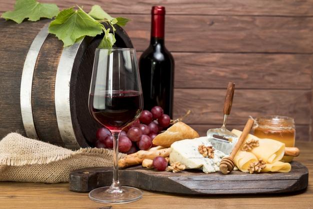 wooden-barrel-wine-tapa_23-2148214934
